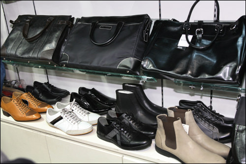 カバン129,000ウォン~靴129,000ウォン