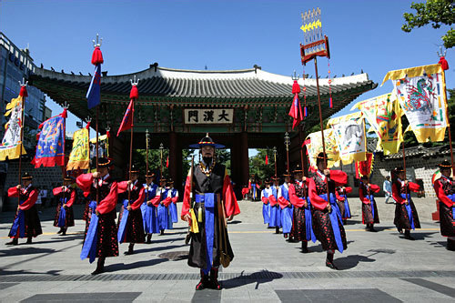 王宮守門将交代儀式(地図2) 大漢門前で月曜除く毎日開催!格式高い宮中文化再現行事