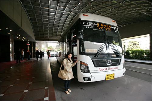 空港バスはホテルの目の前に停車!
