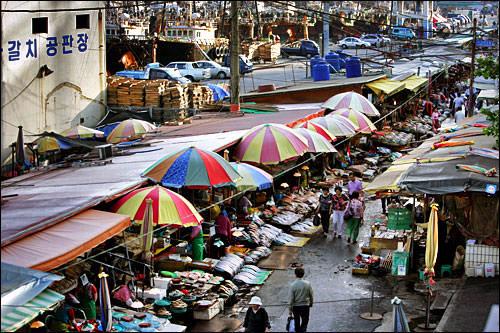 旅行者に大人気の活気ある海鮮市場、チャガルチ市場