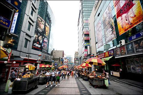 釜山国際映画祭のメッカBIFF広場(ビプクァンジャン)も地下鉄で13分