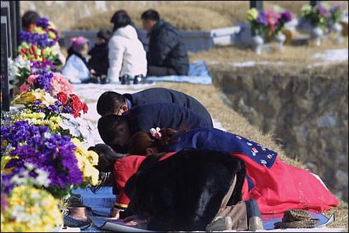儒教の思想がまだ根付いているため、ご先祖様を本当に大切にするのです!