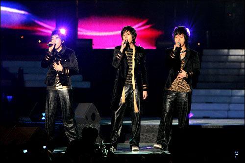 グループ内ユニットも多い(SUPER JUNIOR-K.R.Y)