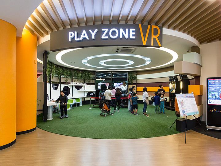 VR体験コーナーなど遊べる施設があるNOL LOUNGE(ノルラウンジ)(1階)