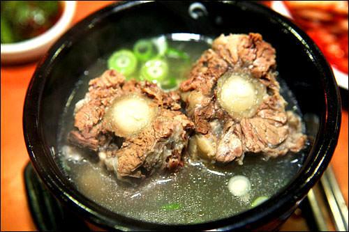 コリコムタン(牛テールスープ)