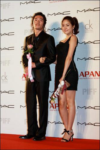 (写真右)元Fin.K.Lのソン・ユリ