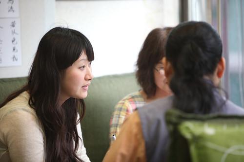 日本語通訳(写真左)がつくので言葉も心配ナシ