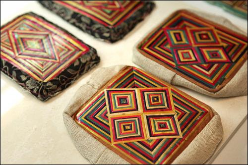 麦わらを編み上げた庶民の枕飾り