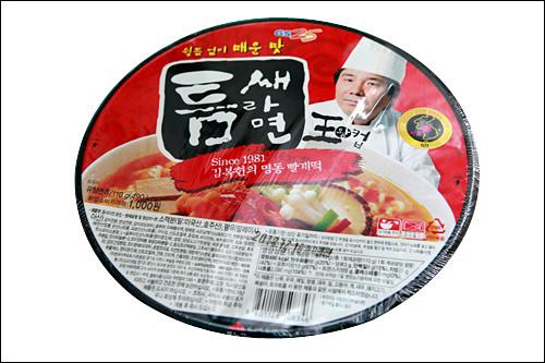 「トゥムセラミョン 王カップ」1,000ウォン人気激辛ラーメンチェーン「トゥムセラミョン」とのコラボ商品。激辛スープはクセになるお味!?