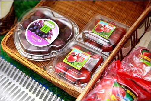 各種果物パック1,000ウォン~「GSスーパーマーケット」の青果を搬入しており品質も◎。ホテルで果物を…という時に使えそう。