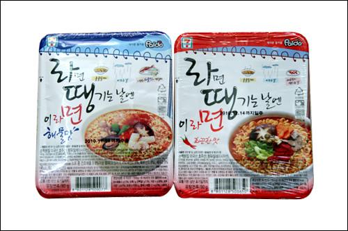 「ラミョン テンギヌン ナレン イ ラミョン」(左:海鮮、右:激辛)3,900ウォン略称「ラテンミョン」。低カロリー、細麺。調理時間の記載がないが短めがベター。卵を加えても。