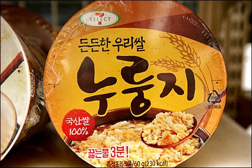 「ヌルンジ」1,400ウォン インスタントの韓国おこげスープを発見!お湯を入れても、入れずにお菓子としてもいけるのでおみやげにいかが。