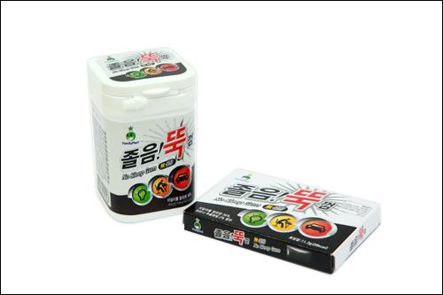 「チョルム!トゥッ コム」右:5,000ウォン、左:700ウォン直訳すると、「眠気ピタッとガム」。真っ黒なノーシュガーガムは効き目がありそう・・・。