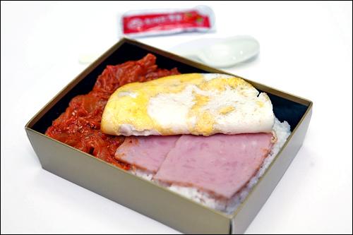 【GS25】キムチ&目玉焼きは懐かしの組み合わせ「思い出のお弁当」(2,200ウォン)