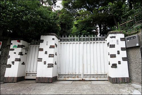 パク・ノス家屋 支配期から今まで健在のパク・ノス画伯が暮らす邸宅。非公開。(地図青6)