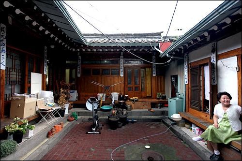 韓屋の暮らし。構造を生かしたキム・ポクジャ氏宅と、