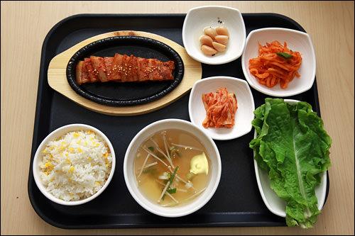 豚焼肉定食 5,000ウォン