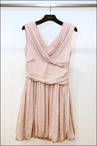 ピンクのワンピース548,000ウォン