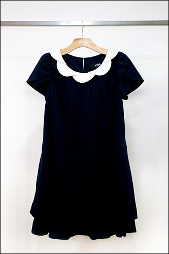 紺のワンピース328,000ウォン