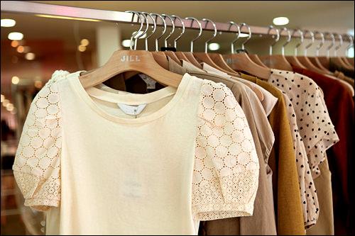 白のTシャツ 64,000ウォン