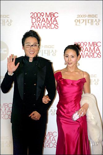 (写真右)パク・イェジン善徳女王、大祚栄、張禧嬪(チャン・ヒビン)で存在感をアピール