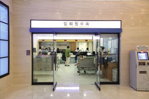 新館1階の院務科(入退院の手続き)
