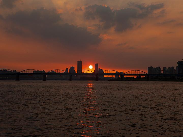 漢江に沈む夕日