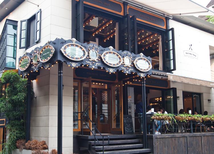 Melting Shop  地図:緑3有名人も続々と訪れている、近頃話題度ナンバーワンの創作イタリアンレストラン。メリーゴーランド風の入口はマスト撮影スポット。