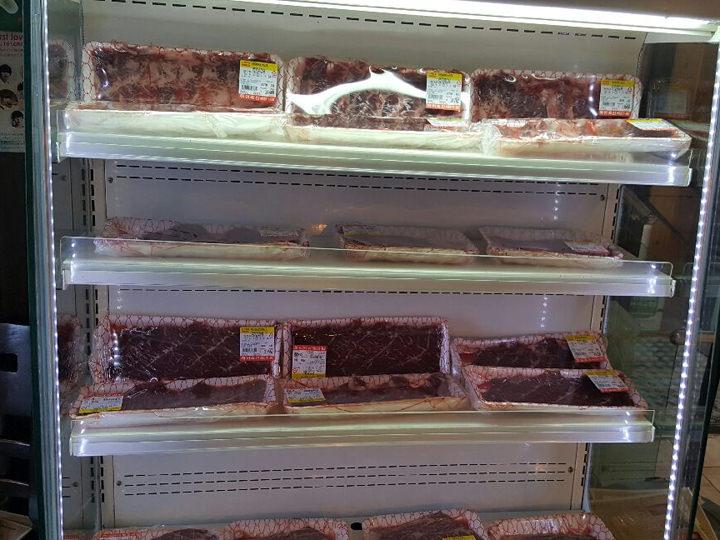 ホールに設置された韓牛専用の冷蔵ショーケース