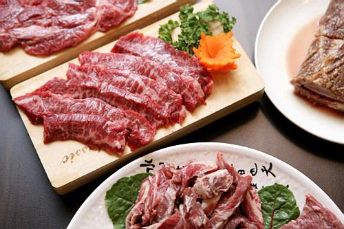 チゲやご飯、おかずがついた焼肉コースも※写真はイメージです