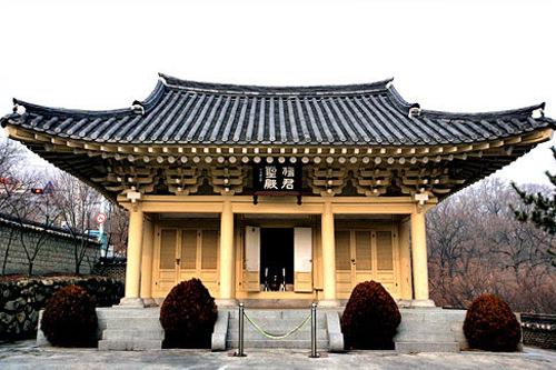 社稷公園内にある「檀君聖殿」