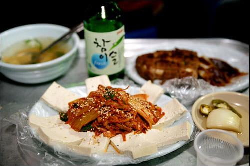 焼酎と相性抜群の豆腐キムチ