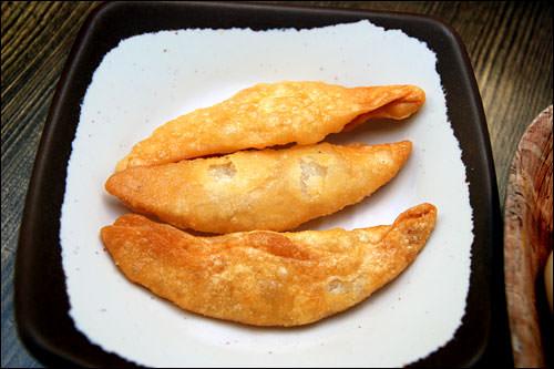 ヤキマンドゥ(揚げ餃子)