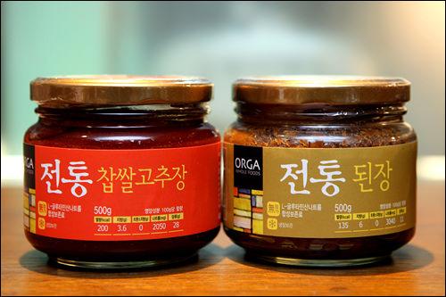 100%国産大豆のコチュジャン(左)