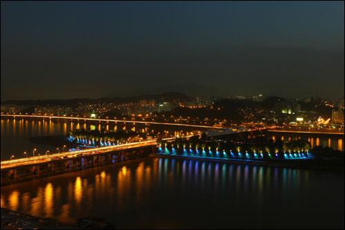ノドゥル島と漢江大橋(写真はイメージです)