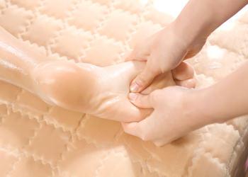 足裏マッサージ足裏もしっかり指圧マッサージ。強さは調節してくれます。