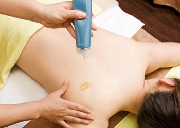 ガルバニックボディジェルミネラル豊富な専用ジェルで、肌の表面をなめらかに整えます。
