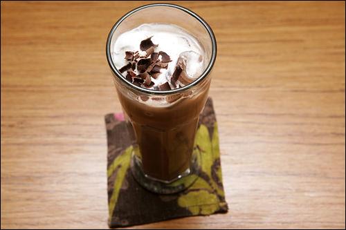 スイスクラシック(アイス) 6,000ウォン伝統的なミルクチョコレートに牛乳と生クリームが合わさってほどよい甘さに仕上げてあります