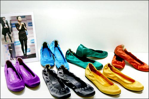 「プレッシュズ(フラットシューズ)」は、バレエシューズなど、ぺたんこ靴の総称