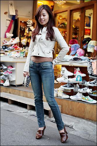 スキニーパンツはスタイルの良い韓国の女の子たちにも大人気