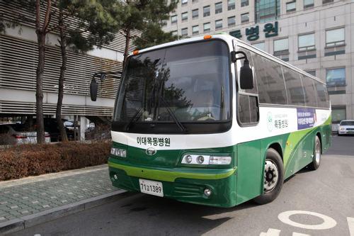 無料シャトルバス(駐車場横に停留所あり)