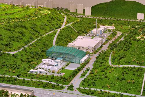 ゴミ埋立地のメタンガスを再利用するための施設(写真は模型)。