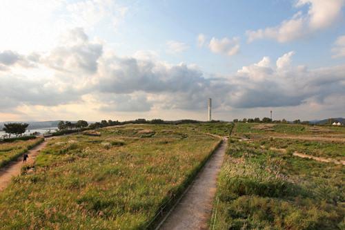 ハヌル公園の地面下にはメタンガスを回収するパイプが埋め込まれている。