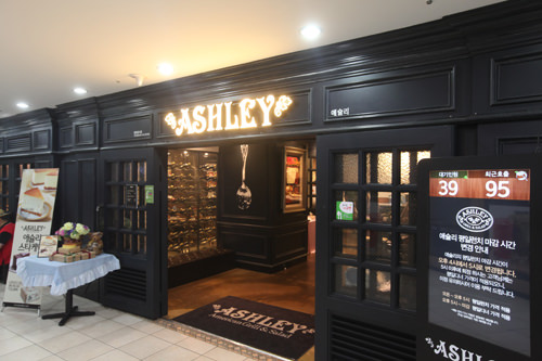 ASHLEY(地下1階)