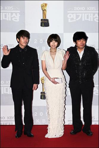 左からチャン・ヒョク(イ・テギル)、オ・ジウン、ソン・ドンイル(チョン・ジホ)