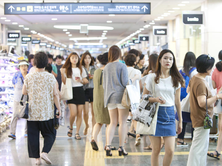 GOTO MALL全長880mの巨大地下街に約630店のファッションショップがずらり!江南エリアなのにリーズナブルで韓国女子に人気!直結駅:地下鉄3・7・9号線高速ターミナル(コソットミノル)駅