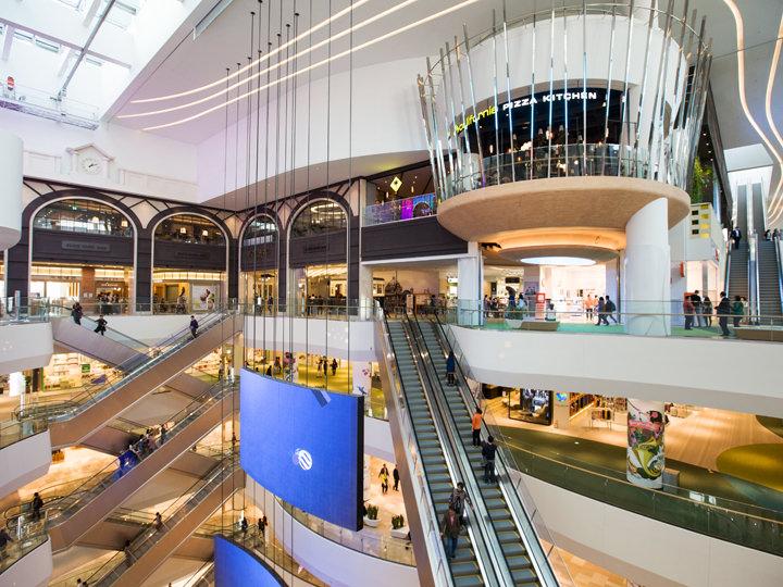 ロッテワールドモールアジア初上陸を掲げる海外のファッションブランドや人気グルメ店に出会える、蚕室(チャムシル)の巨大ショッピングモール。ロッテマートもあり。直結駅:地下鉄2号線蚕室駅