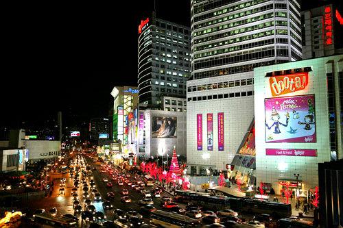 東大門は夜の街というイメージ