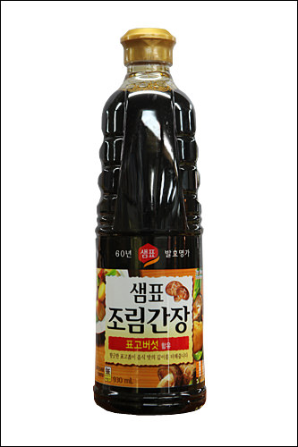 煮物用醤油(チョリムカンジャン)野菜や昆布のエキスが入った調味醤油。甘味が強いので料理の際に砂糖を大量に入れなくて済む。