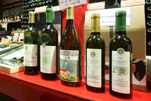現在アロマキャンドル、ワインなど贈り物が多様化